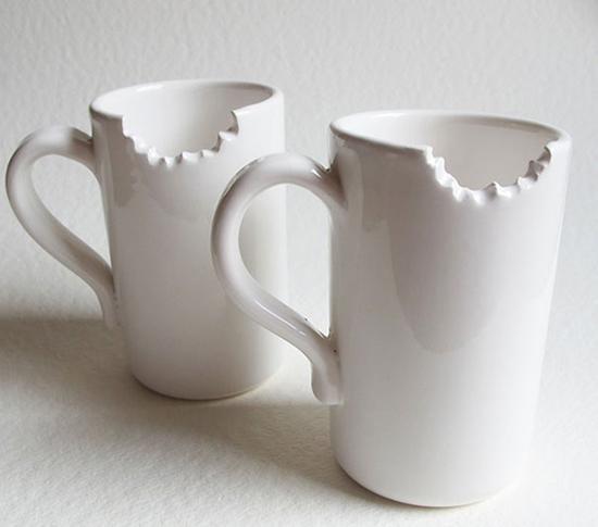Những chiếc cốc sứ nay mang đến cảm giác như bị vết cắn, thiết kế độc đáo này là của nhóm thiết kế Myexpresso.