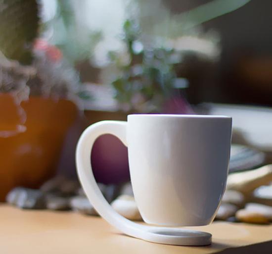 Cốc lơ lửng Một ý tưởng rất độc đáo của nhà thiết kế Tigere Chiriga, những chiếc cốc này tạo cảm giác như đang lơ lửng trên không trung.