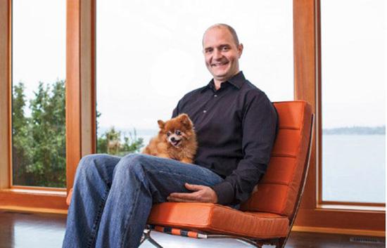 Aaron Easterly - người khai sinh công ty kinh doanh chia sẻ Rover với dịch vụ trông chó làm yên lòng những người nuôi chó không có điều kiện chăm sóc thú cưng trong một thời gian nhất định