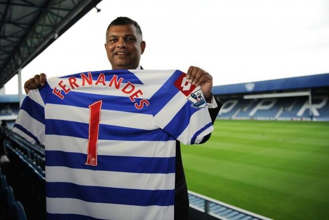 Fernandes đam mê bóng đá và đua xe công thức 1 từ thời còn là sinh viên.
