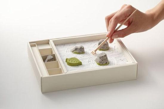 Giấy gói đồ ăn được thiết kế khéo léo để biến hình thành một chiếc đĩa khi mở ra.