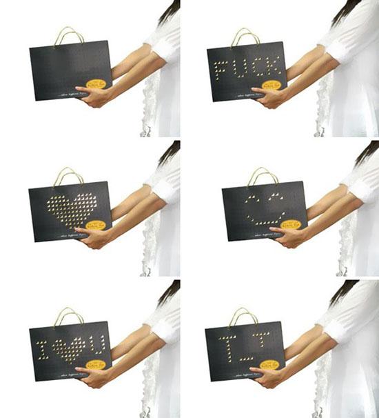 Chiếc túi xách này cho phép bạn tự điều chỉnh hoa văn ở mặt trước tùy theo ý thích.