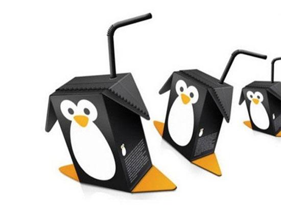 Thiết kế bao bì Chắc hẳn các em bé sẽ rất thích thú với loại nước hoa quả/sữa có hình chú chim cánh cụt này.
