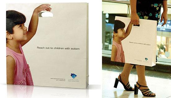 Họa sĩ Yosef Khouwes đã thiết kế ra chiếc túi này dành cho trung tâm trẻ tự kỷ ở Dubai, ý nghĩa của thiết kế này đó là kêu gọi mọi người quan tâm và hòa đồng hơn đối với trẻ tự kỷ để chúng trở lại cuộc sống bình thường.