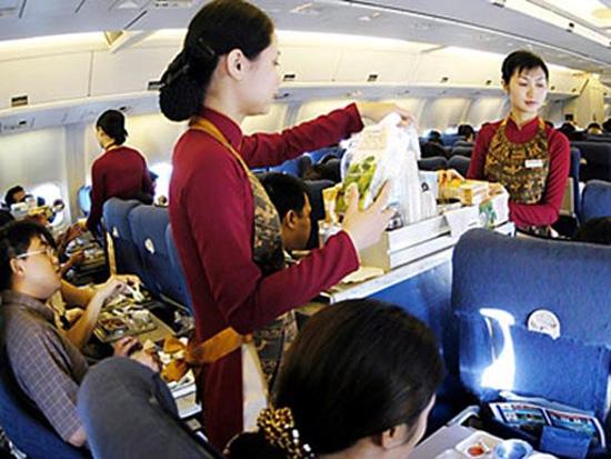 Bên cạnh việc thay đổi đồng phục Vietnam Airlines cần cải thiện cả chất lượng phục vụ. Ảnh minh họa.
