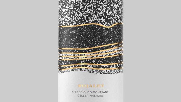Trong khi từng vỏ chai có vẻ như được thiết kế với màu sắc và phong cách khác nhau