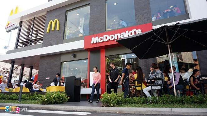 bản sắc thương hiệu của McDonald's là một quán ăn vui vẻ, bình dân dành cho gia đình, có thực phẩm ngon.