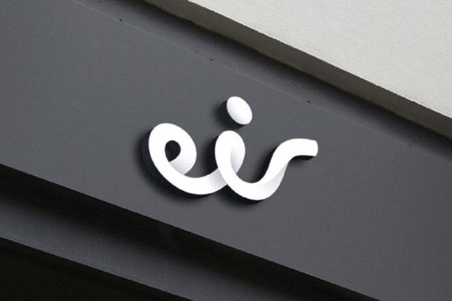 """Eric, một trong những hãng truyền thông lớn nhất của Ireland, đổi tên thành Eir và thay đổi logo. Chi phí cho việc """"thay da đổi thịt"""" này lên tới 16 triệu bảng Anh."""