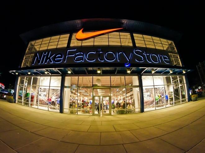 Nike là một trong những nhà cung cấp quần áo và dụng cụ thể thao thương mại công cộng hàng đầu thế giới, với trụ sở đặt tại thành phố Beaverton, bang Oregon, Mỹ