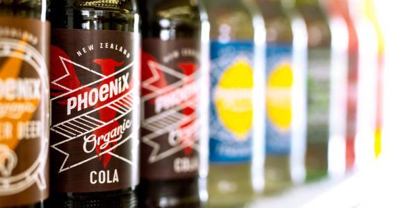 Phoenix là một thương hiệu đồ uống hữu cơ ra đời từ cuộc cách mạng hữu cơ từ năm 1986, ngày nay đã trở thành một thương hiệu không thể thiếu trong tủ lạnh của nhiều hộ gia đình.