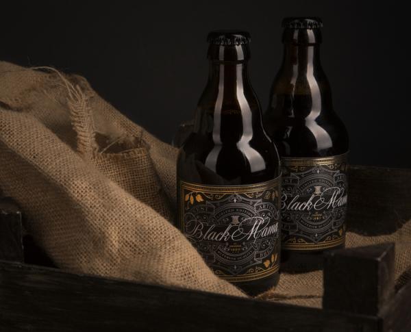 Với những đường viền vàng, Black Mama Craft Beer chắc chắn là một thiết kế đáng chú ý