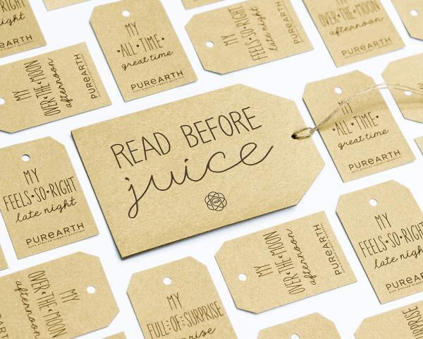 """Nhận diện mới nâng cấp chức năng của thẻ đính kèm từ đơn thuần là bao bì thành một tài sản thương hiệu. Thẻ sẽ trở thành phương tiện để truyền tải cốt lõi sáng tạo - những đồ uống là một """"món quà đặc biệt từ trái đất"""" làm cho bạn cảm thấy mỗi thời điểm trở nên tốt hơn."""