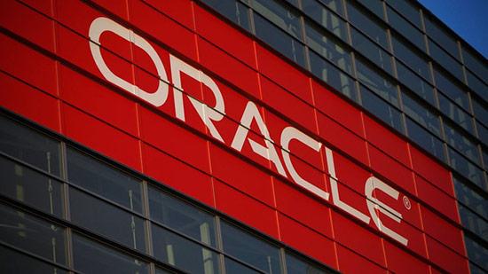 Oracle là tên dự án mà hai nhà đồng sáng lập - Larry Ellison và Bob Oats làm cho CIA. Đây là cơ sở dữ liệu có thể trả lời cho bất kỳ câu hỏi nào