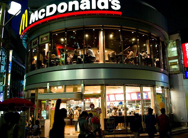 """McDonald's với đoạn quảng cáo về những người trung niên gọi điện về nhà và nói """"I love you"""""""