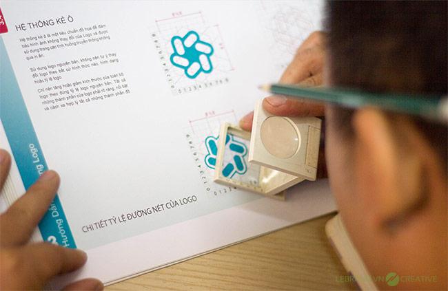 Thiết kế logo Hoa Thiên Phú được thực hiện bởi Lebrand